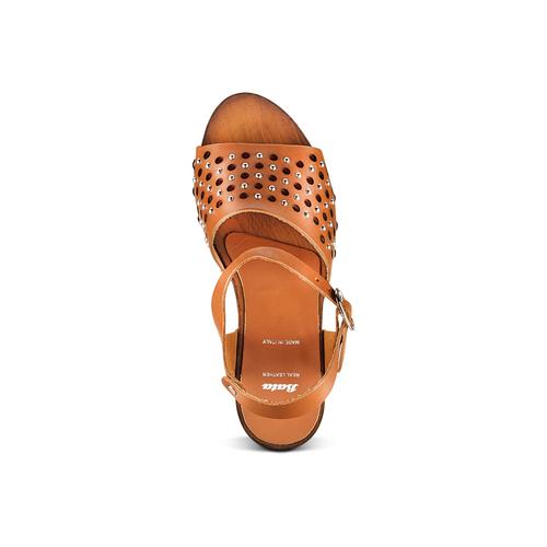 Sandali con tomaia traforata bata, marrone, 764-3112 - 17